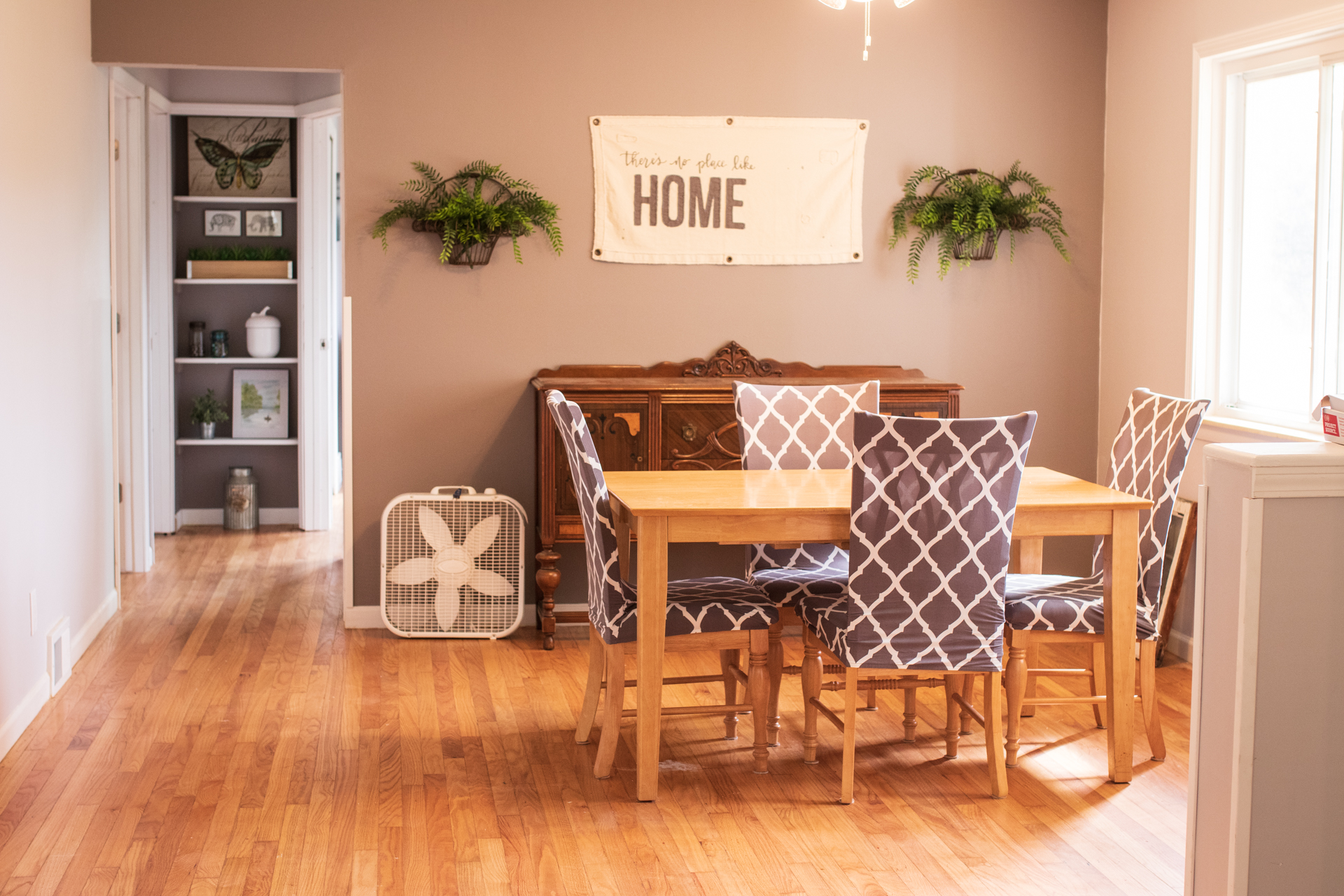 South Lyon Dining Table